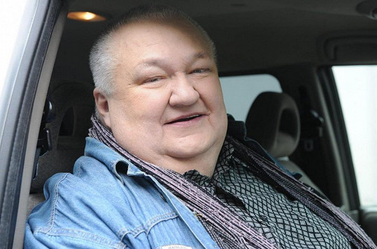 Václav Glazar přijíždí na natáčení.