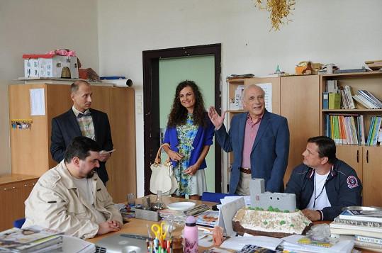 S hereckými kolegy z pedagogického sboru školy v Kameňákově.