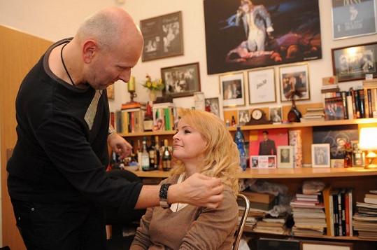 Ani jeden už není mezi námi: Ivo Špes při líčení Ivety Bartošové