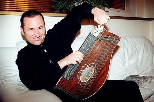 Richard Hes stojí například za muzikály Dracula či Monte Cristo.