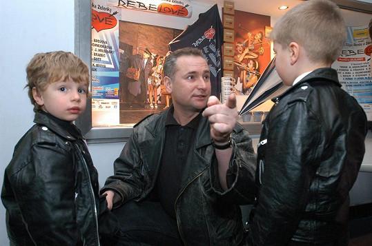 Richard se svými syny Oskarem a Oliverem na archivní fotce