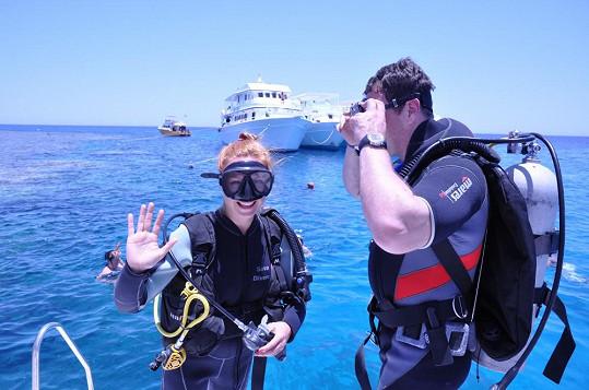 Romana s přítelem Milanem vyzkoušela potápění.