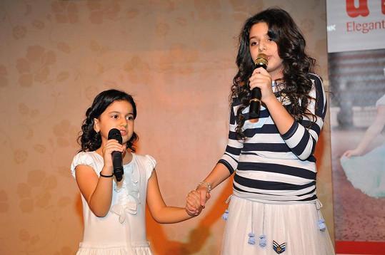 Diana Kalashová se sestrou Sofinkou, která také skvěle zpívá.