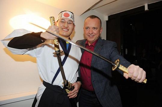 Karel Voříšek si chtěl vyzkoušet samurajský meč.