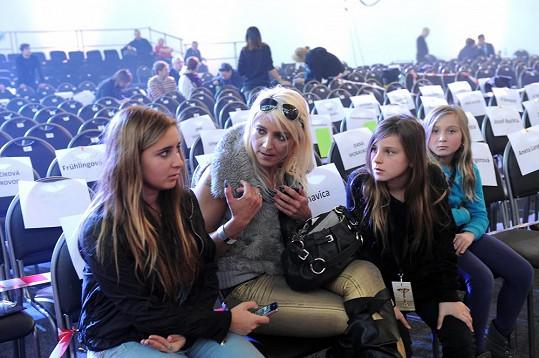 Mirjam Landa s dcerami.