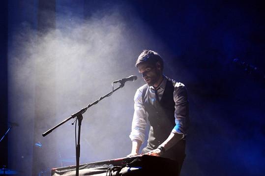 Hudebník v akci.