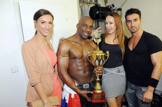 Taťána a Karolína s francouzskými striptéry.