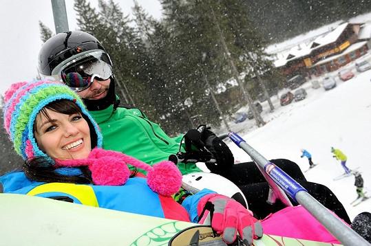 Zpěvačka řádila na prkně, kterému dává přednost před lyžemi.