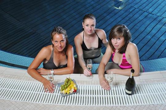Tenistka Barbora Záhlavová Strýcová, basketbalistka Kateřina Elhotová a olympijská vítězka ze snowboardcrossu Eva Samková