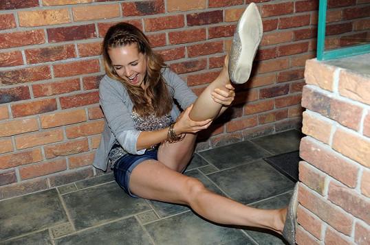 Protahování nohou před tanečním výkonem