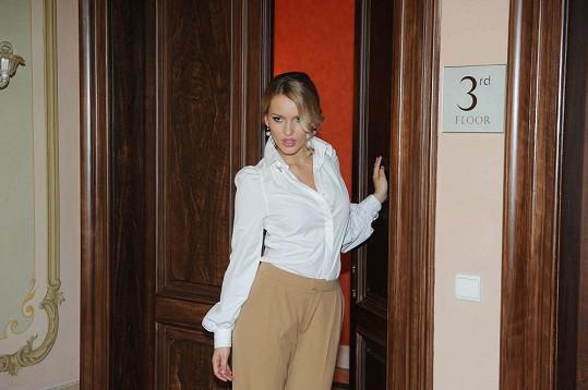 A v dalším outfitu