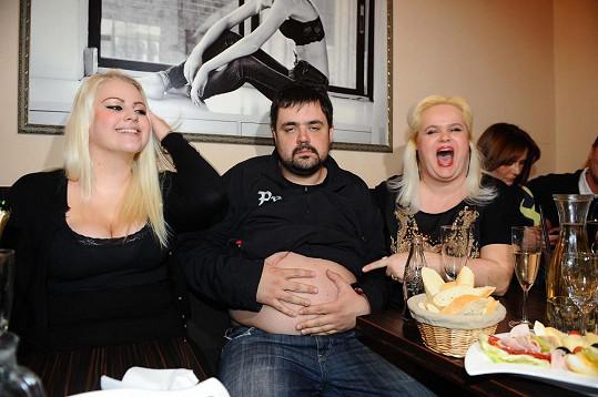 Charlotte, Pavel Novotný a Monika Štiková na oslavě Quentina Kokty, kterému je jeden den.