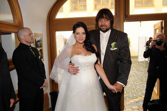 Andrea Šťastná převzala příjmení svého muže.