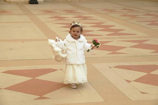 Malá Charlottka byla ze svatby svých rodičů nadšená.