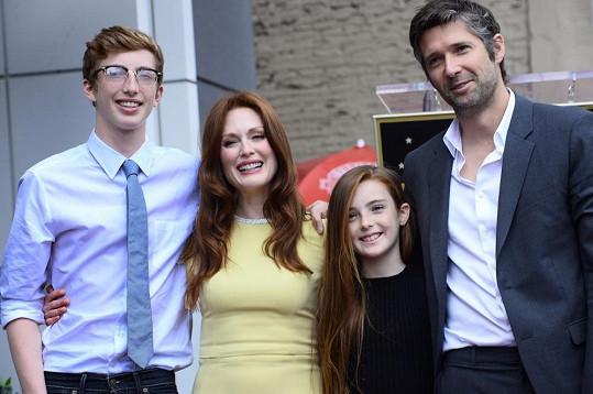 Herečku přišel podpořit manžel a jejich děti.