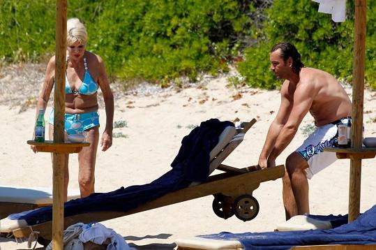 Rossano Rubicondi se pečlivě stará o pohodlí své bývalé ženy.