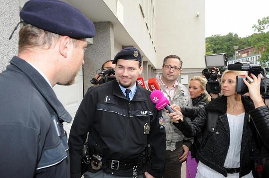 Policisté na dotazy, proč nezakročili, odpověděli úsměvem.