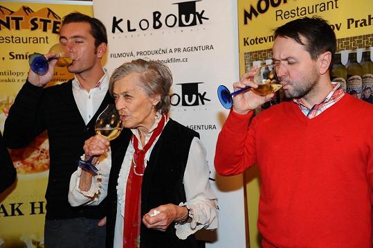 Ljuba s kmotry svého vína, které si vybrala - Vlastou Korcem a Petrem Vondráčkem.