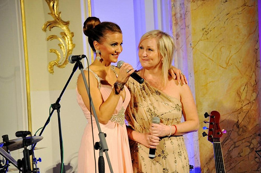 Yvetta Blanarovičová a Bára Basiková na galavečeru La Sophia