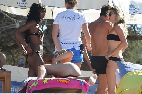 Naomi Campbell a Kate Moss vyrazily na dovolenou na Ibizu.