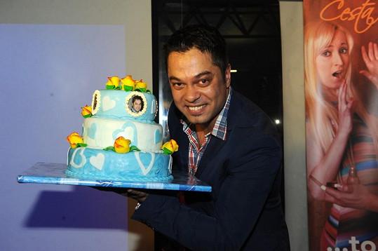 Jarda dostal k 33. narozeninám dort.