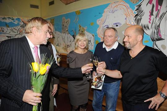 Jana Švandová na křtu knihy Vladimíra Poštulky