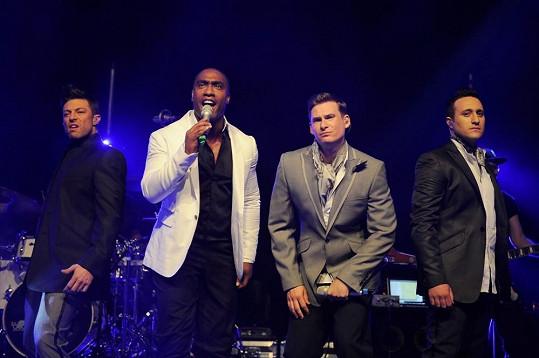 Antony Costa (vpravo) s ostatními členy kapely Blue