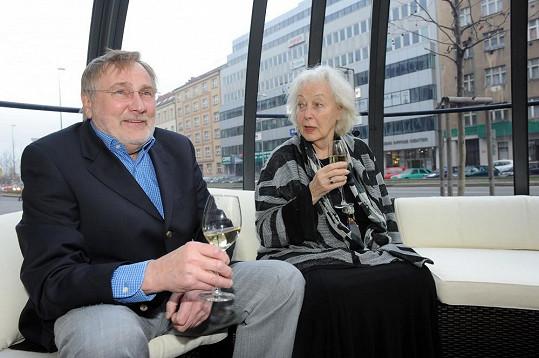 Mezi hosty večírku byli i Jiří Štěpnička a Květa Fialová.