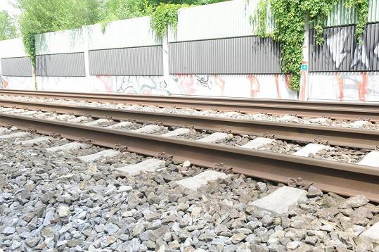 Na těchto kolejích ukončila Iveta Bartošová život.