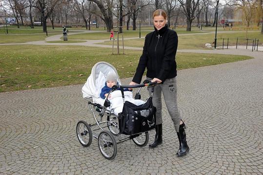 Ornella s Quentinem často chodí do parku v pražském Karlíně.