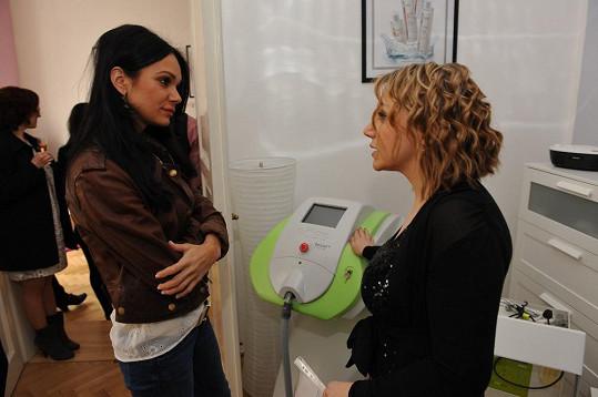 Marcela Baldas si otevřela novou estetickou kliniku a vysvětlovala Gábině Dvořákové, jak o sebe nejlépe pečovat.