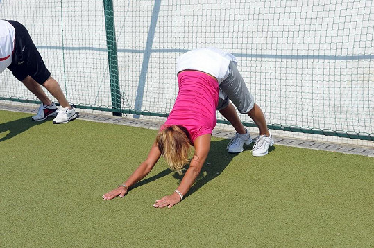 S dětmi cvičí i Yvetinu oblíbenou jógu.