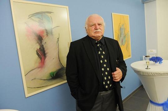 Milan Knížák v obchodě vystavoval svá plátna.