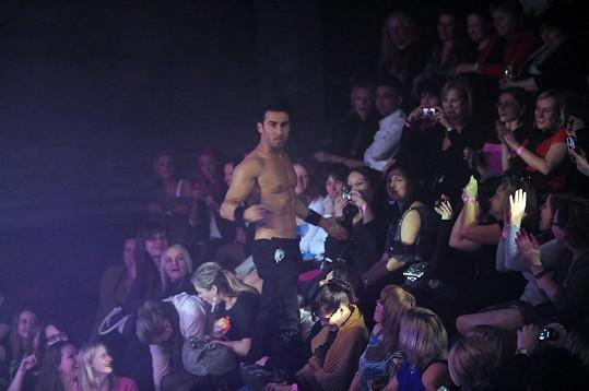 Některé porotce velmi překvapilo, jak přítomné dámy v blízkosti striptérů podléhaly hysterii.