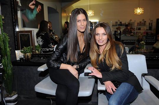Nové trendy v líčení byly prezentovány na Anetě Vignerové a Alici Bendové.