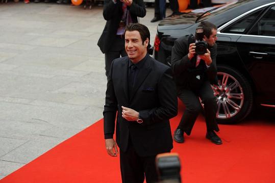 Travolta je pravý elegán.