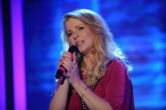 Iveta Bartošová zazpívala svou novou písničku.
