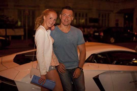 Robert Novotný s modelkou Janou Studničkovou.