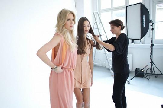 Se Simonou jsme si povídali, když fotila s modelkou Adélou Pohunkovou.