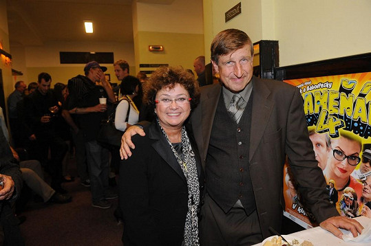 Václav Vydra s manželkou Janou Bouškovou, která před časem ležela doma v bolestech po podobné zkušenosti, jako nyní její muž.