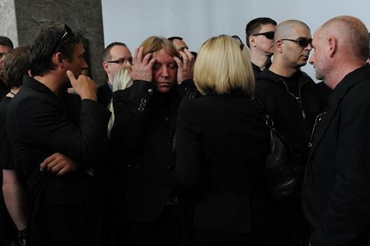 Baskytarista Milan Broum stále nevěří úmrtí kolegy.