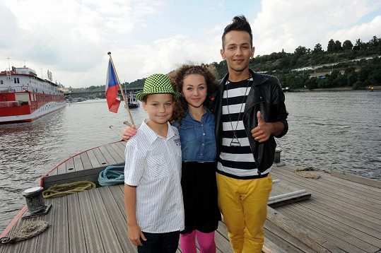 Zpěváci z cd Winx: Samuel Gyertyák, Veronika Mertová a Honza Bendig.