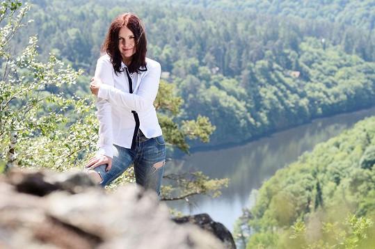 Blanka Šrůmová působila s dnes už bývalým manželem Danem Šustrem v kapele Tichá dohoda. S kultovní skupinou uspořádala comebackové turné.