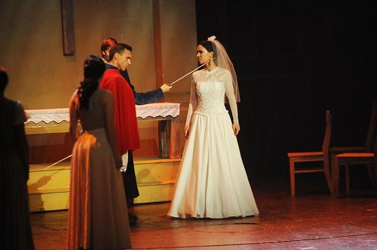 Radka v kostýmu nevěsty