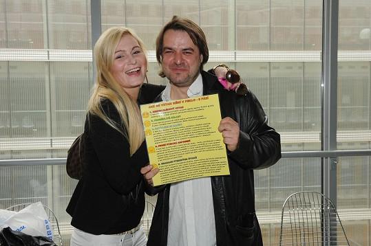 U soudu nechyběl ani Zdeněk Macura s letákem proti násilí na ženách.