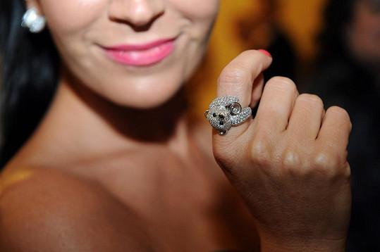 Moderátorka byla ze šperků nadšená.