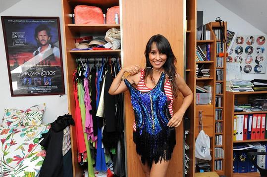 Heidi nám ukázala svoji skříň na kostýmy.
