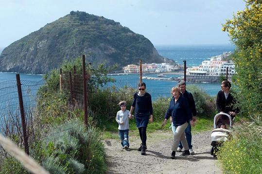 Angela Merkelová s rodinou na velikonoční dovolené.