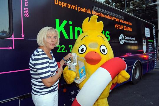 Režisérka Marie Poledňáková věnovala deset tisíc korun pro nadaci Pomozte dětem.