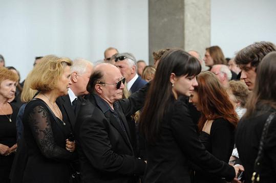 Petr Janda kondoluje rodině.